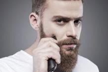 男性胡子里长痘痘由哪些原因导致