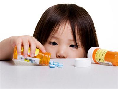 爸妈苦恼小宝贝不吃药 医师告诉你这样做