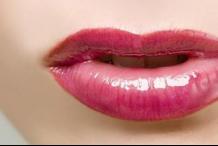 女人嘴唇太干其實是身體出了問題!