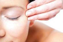 使用化妆品的正确手法是什么