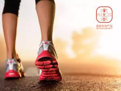 跟着富元堂学倒退走路强身健体锻炼协调功能
