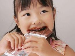 小心!小孩子巧克力吃多了有大危害
