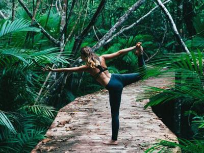 这些瑜伽动作能打造性感曲线