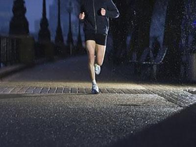 晚上跑步更容易瘦下来是真的吗