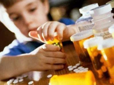 """专家:部分药品似""""糖豆"""" 儿童误服药物危害大"""