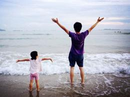 父母哪些事情不能当着孩子面做呢