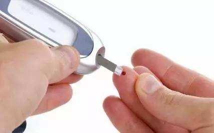 """糖尿病日:一人患病全家""""传染"""" 控糖全家总动员"""