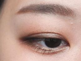 这样画眼线可以让你的眼睛看起来很精致