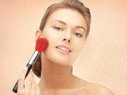 怎么样避免化妆品的伤害呢