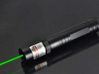 激光笔可致眼瞎 警惕孩子玩此类玩具