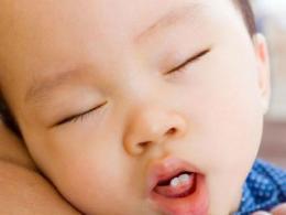 小孩长牙齿有什么症状