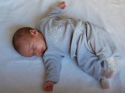 5个月宝宝双肾长满肾结石 只因家长做了这件事
